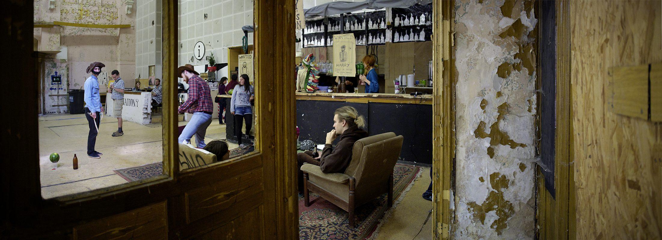 Künstlergruppe in den Beelitz Heilstätten