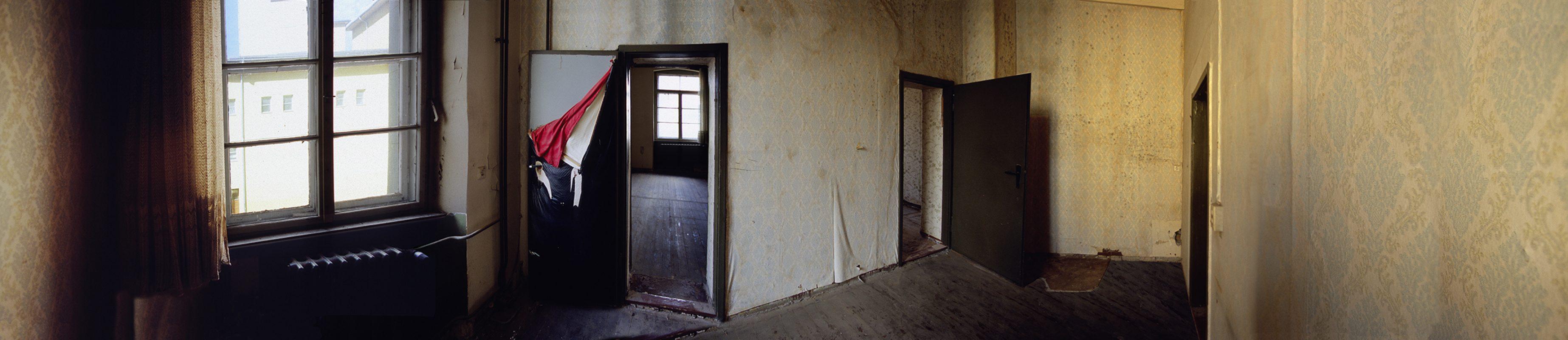 älteste Mädchen- und Knabenschule Berlins, Roter Stoff