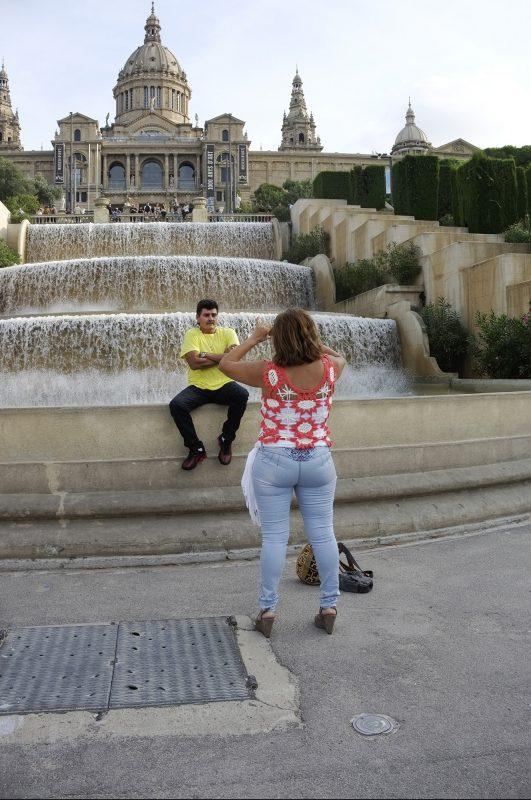 Barcelona Montjuïc Brunnen Mann fotografiert