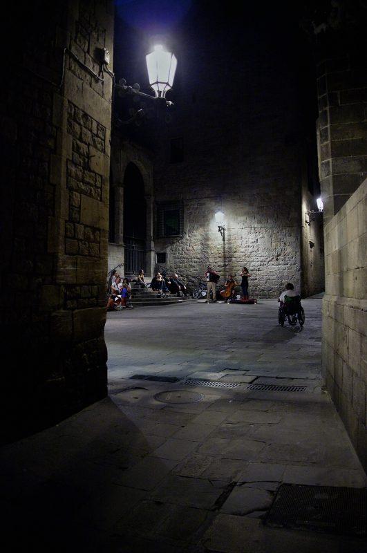 Barcelona, Musiker, Nachts, Zuschauer, Rollstuhl