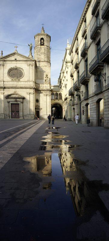 Barcelona, Kirche, Pfütze Spiegelung