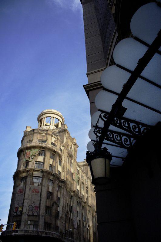 Barcelona, Glasüberdachung, Eckhaus