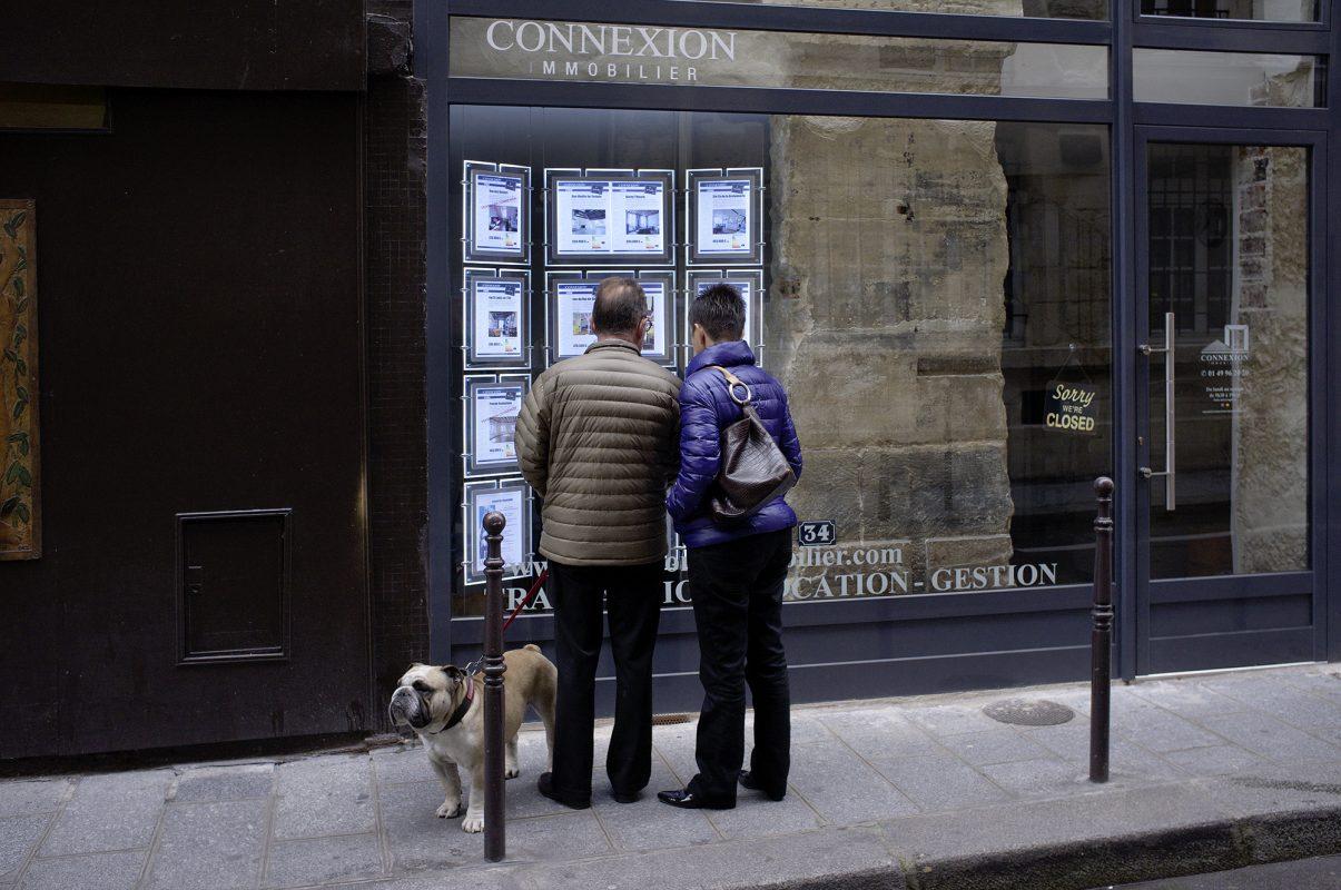 Paris, Straßenszene, Hund