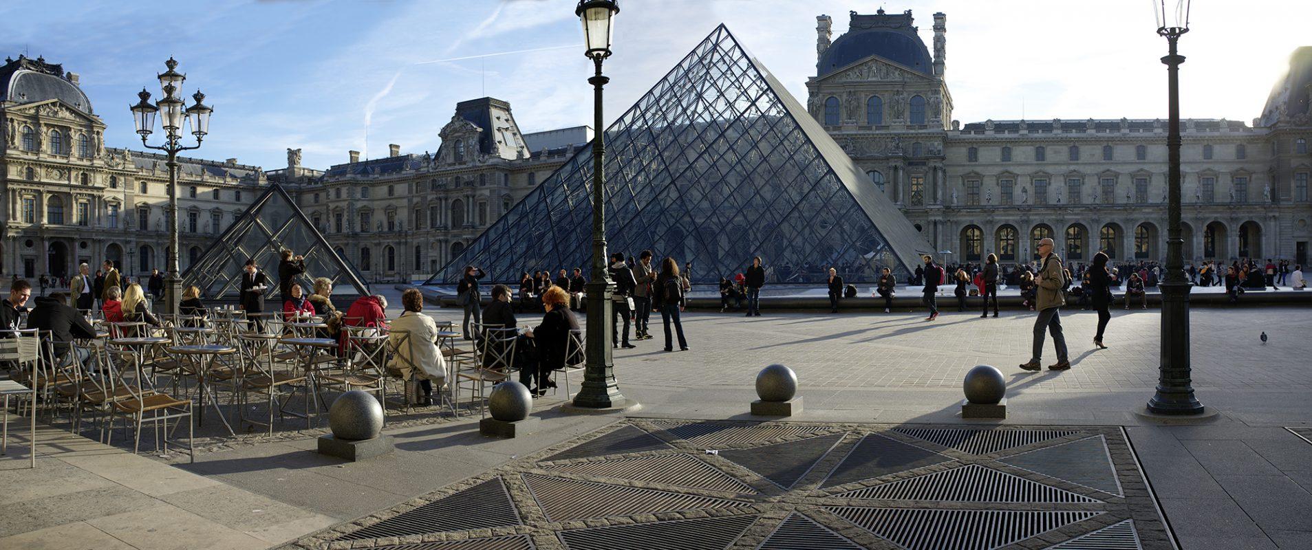 Musée de Louvre, Vorplatz, Café