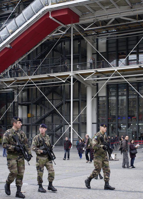 Centre George Pompidou, Militär