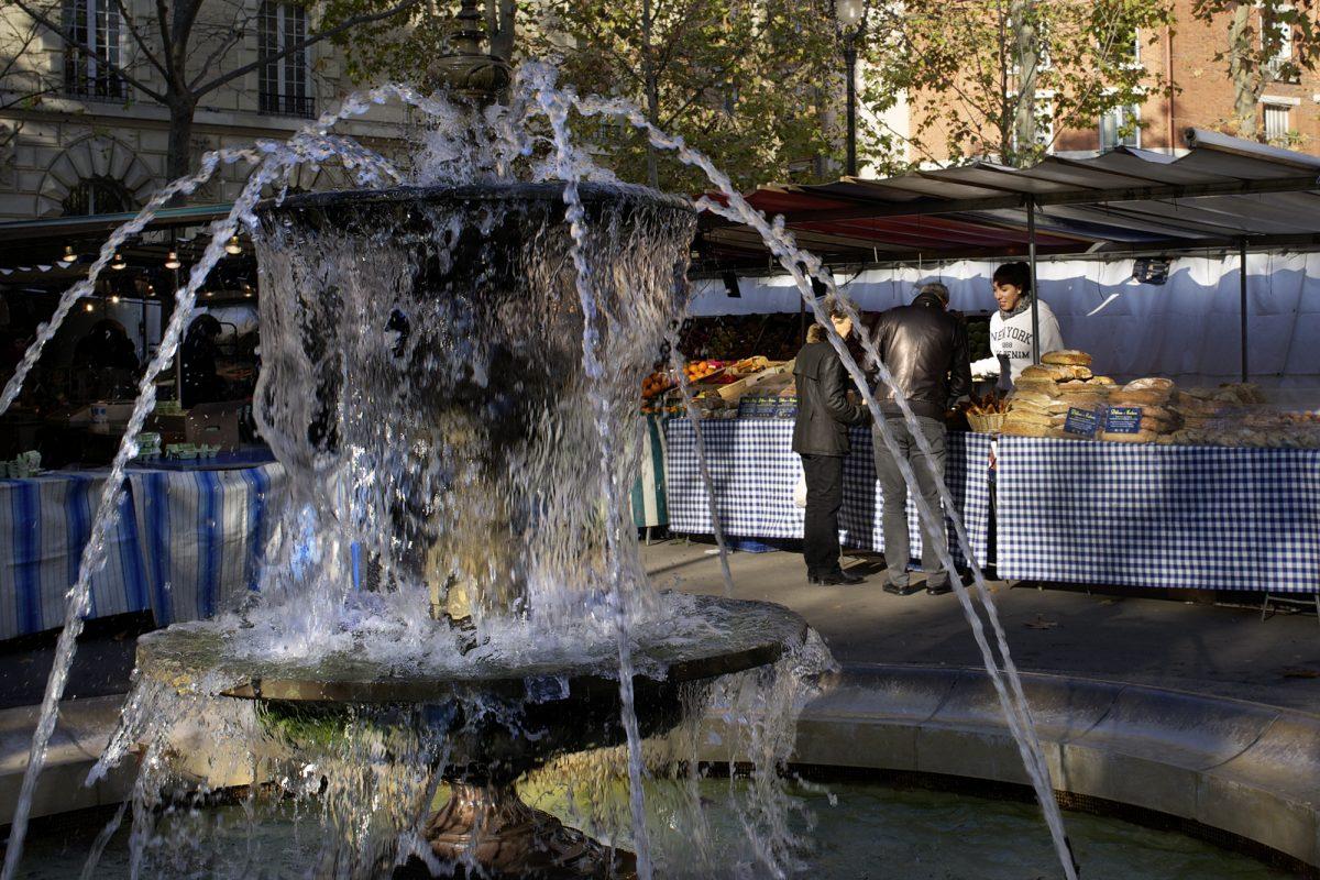 Paris, Straßenszene, Springbrunnen, Markt