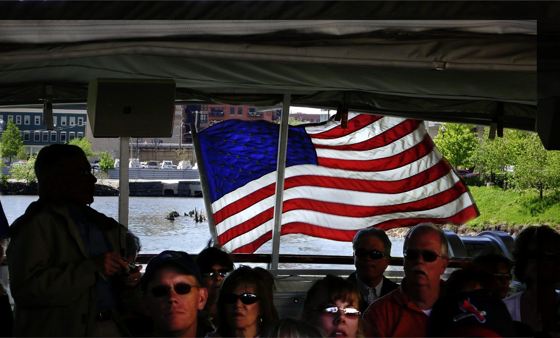 Fahne Brücke Boot