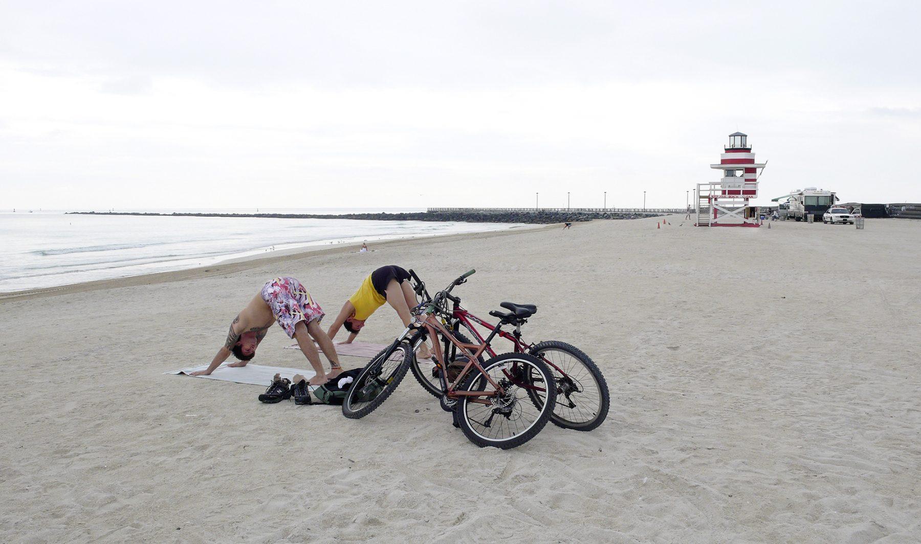 Yogastrandpaar