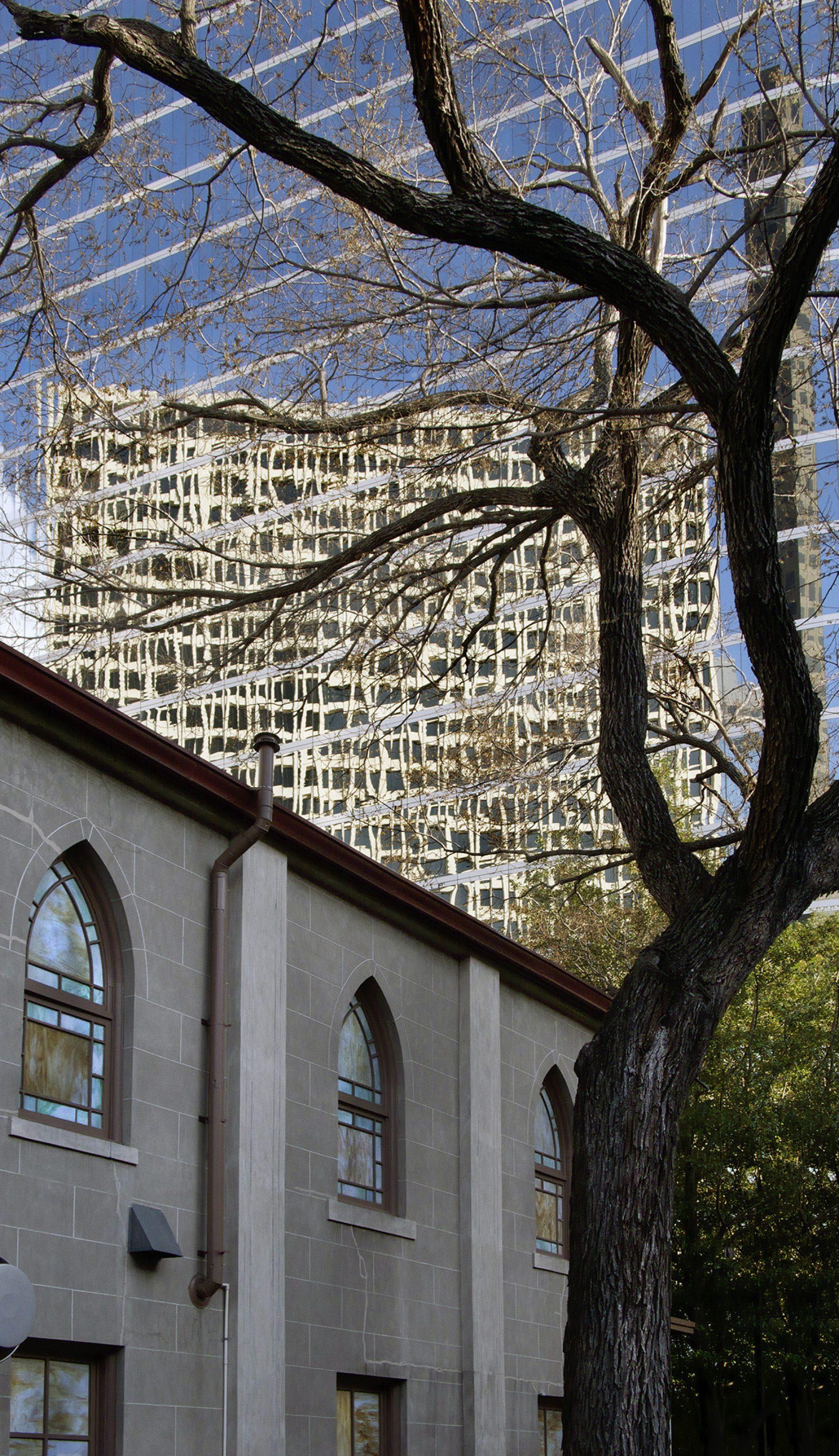 Houston Texas, Kirche, spiegelndes Hochhaus