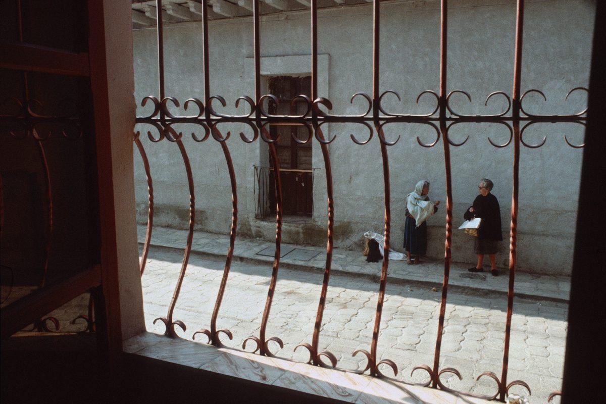 Mexiko, Oaxaka, Bettlerin, Fenster