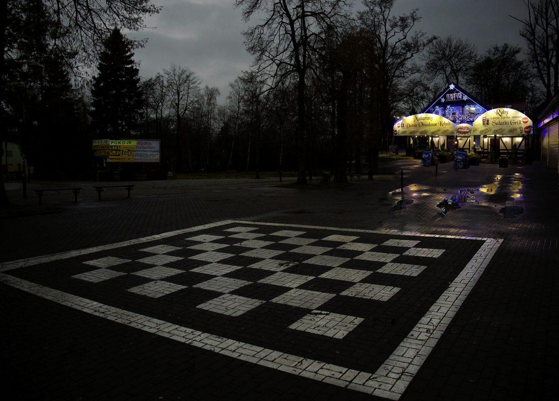 Polen, Mila, Schachbrett, Abend